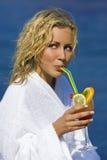 Cocktails durch das Meer Stockfoto