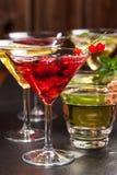 Cocktails et longdrinks de partie pour l'été Images stock