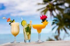 Cocktails exotiques photos stock