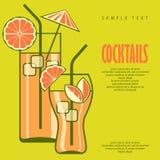 Cocktails in glazen op groen Royalty-vrije Stock Foto's