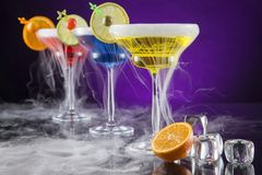 Cocktails with ice vapor on bar desk Royalty Free Stock Photos