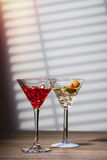 Cocktails à la barre Images stock