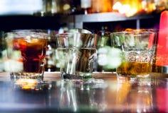 Cocktails mit Eis Stockbild