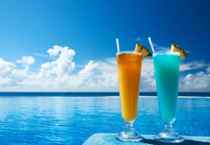 Cocktails near swimming pool royalty free stock photos
