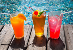 Cocktails near the swimming pool Royalty Free Stock Photos