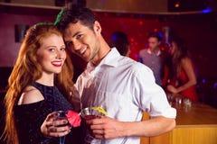 Cocktails potables de couples mignons ensemble Images stock