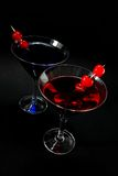 Cocktails rouges et bleus sur le noir Photo libre de droits