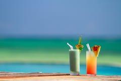 Cocktails tropicaux image stock