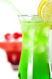 Cocktails tropicaux verts et rouges Photo libre de droits