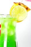 Cocktails tropicaux verts et rouges Photos libres de droits