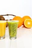 Cocktails van kiwi en sinaasappel Royalty-vrije Stock Afbeeldingen