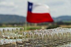 Cocktailvorbereitungen mit Flaggenhintergrund lizenzfreies stockbild