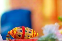 Cocnut en thali del puja imagen de archivo libre de regalías