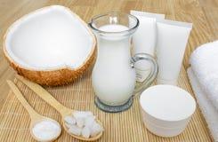Coco en cosmetología Resma del ¡de Ð, bálsamo, leche de coco Cuidado de la piel, del cuerpo y de la cara cosmetología Nutrición e imagenes de archivo