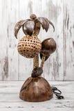 Coco hecho a mano Shell Bedroom Lamp en el fondo blanco Fotografía de archivo