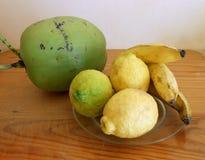 Coco, limón y llantén imagen de archivo libre de regalías