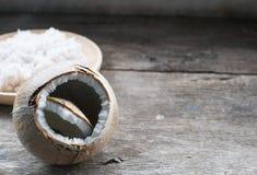 Coco na tabela de madeira Fotografia de Stock