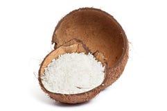 Coco quebrado em um branco. Fotografia de Stock
