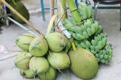 Coco y plátano para el budista nuevamente ordenado Fotos de archivo libres de regalías