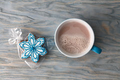 Cocoa cup and gingerbread snowflake royalty free stock photo