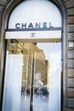 Cocoen Chanel danar shoppar i Italien Royaltyfri Foto