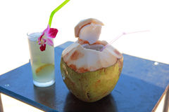 Coconut and lemon juice on the beach Royalty Free Stock Photography