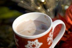 Cocos calientes con las decoraciones de la Navidad Fotos de archivo libres de regalías