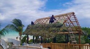 Cocos de Cayo, Cuba - vistas para o mar impressionantes - chapéu da construção imagens de stock royalty free