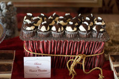 Cocos de las magdalenas del chocolate de Candybar Imagenes de archivo