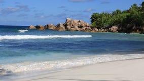 Cocos hermosos de Anse de la playa Lapso de tiempo almacen de video