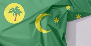 Cocos Keeling wysp tkaniny flaga zagniecenie z biel przestrzenią i krepa zdjęcie stock