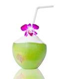 Cocos verdes con la paja de beber aislada Fotografía de archivo libre de regalías