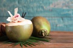 Cocos verdes frescos imagem de stock