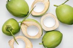 Cocos verdes novos frescos em um fundo branco fotos de stock royalty free
