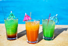 Cocotail drinks by tropical swimming pool Royalty Free Stock Photos
