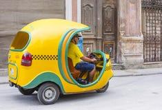 Cocotaxi in de straat van Havana Stock Fotografie