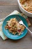 Cocotte en terre crémeuse de poulet et de riz Images stock