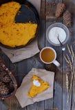 Cocotte en terre cuite au four de potiron Photo libre de droits
