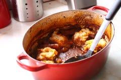 Cocotte en terre dans le pot A Photos stock