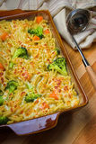 Cocotte en terre de broccoli Photos stock