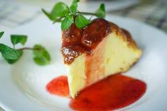Cocotte en terre de fromage blanc Image libre de droits