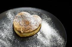 Cocotte en terre de fromage blanc Photos libres de droits