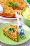 Cocotte en terre de poulet avec des légumes Photographie stock libre de droits