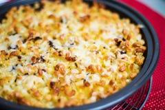 Cocotte en terre finlandaise de macaronis photo libre de droits