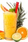 Coctail anaranjado de la bebida larga con las frutas cítricas Foto de archivo