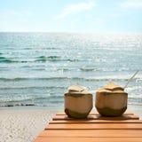 Coctail av kokosnötter på stranden Arkivbild