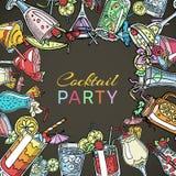 Coctail bebe el cartel del verano del partido Vidrios de consumición del alcohol con la cereza, los paraguas de papel, la cal, la libre illustration