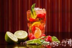 Coctail em um vidro com fruto cru Foto de Stock Royalty Free