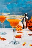 Coctail för margarita för höstpumpa med den halloween dekoren Arkivbilder