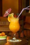 Coctail giallo della frutta in vetro Fotografia Stock Libera da Diritti